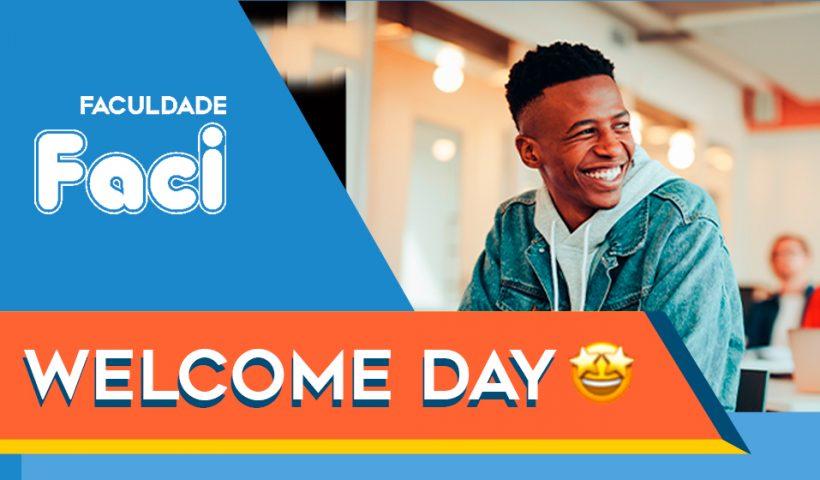 Banner do Welcome Day com um homem ao fundo sorrindo